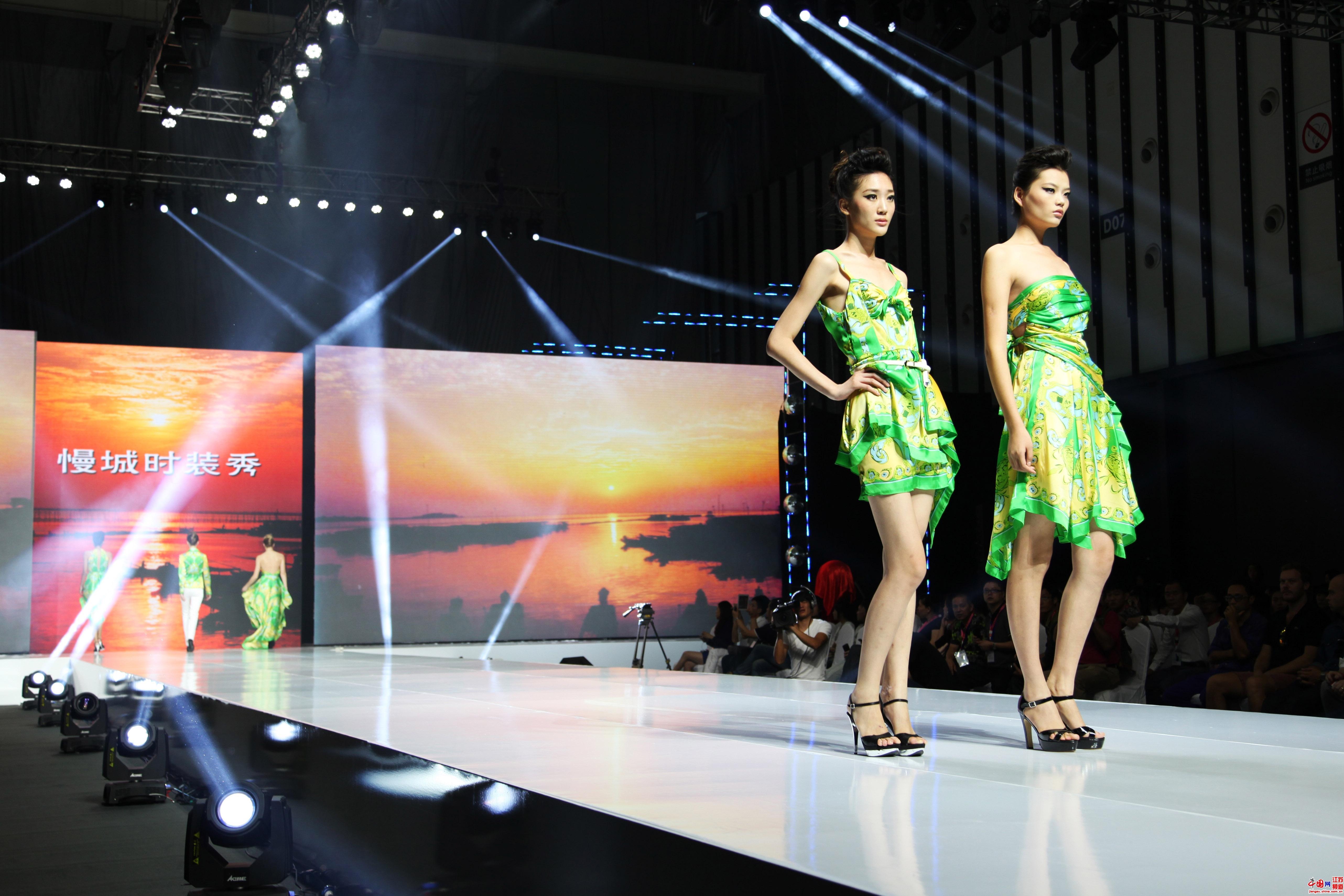 9月13日,第十四届江苏国际服服装节新闻发布会在南京举行,会议由省委宣传部副部长司锦泉主持,本届江苏国际服装节将于9月14日—16日在南京开幕。 摄影 郑鹏