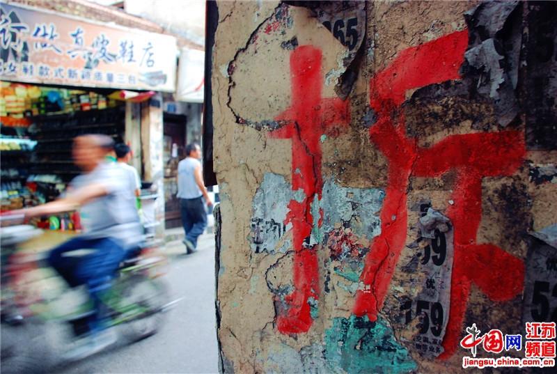 """南京老城南是南京人文化的""""根"""",随着城市化的进程不断发展,老城南正在逐渐消失中。摄影 向丹"""