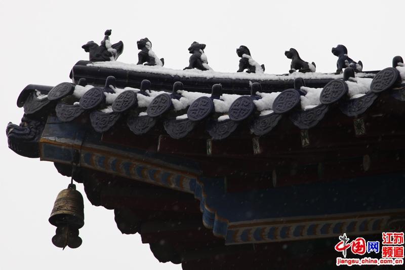 首场大雪中的南京中山陵景区(摄影 郑鹏)