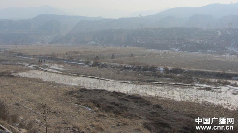 大量高浓度苯胺冰冻物急需清理 苯胺解冻后会随水流渗入地下水系 致污染扩散