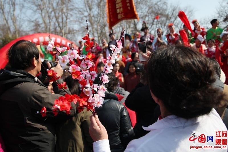 市民对梅花节的热情度很高