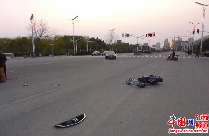3月13日18时左右,在南京市奥林匹克体育中心北门口发生一起多车连环相撞的车祸。