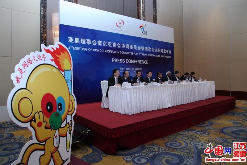 高清组图:南京亚青会网络火炬传递 将覆盖全亚洲