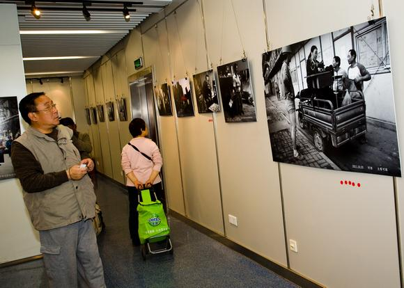 南京摄影师举办《我的农民工兄弟》主题摄影作品展