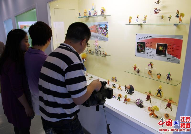 南京科技馆动漫体验馆开馆 琳琅手办唤起儿时回忆