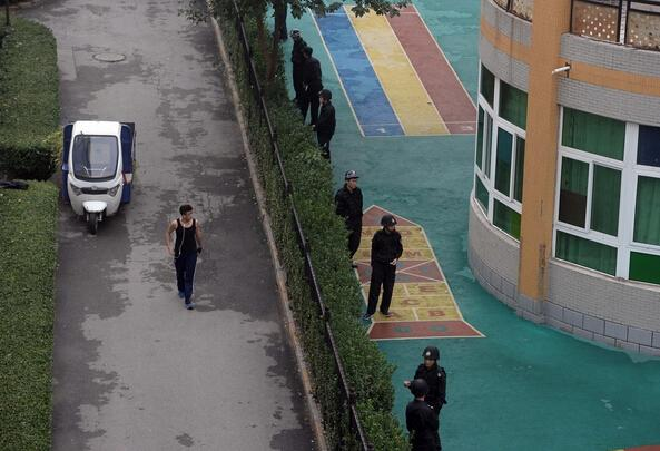 """北京通州一幼儿园遭50多名""""黑保安""""打砸"""