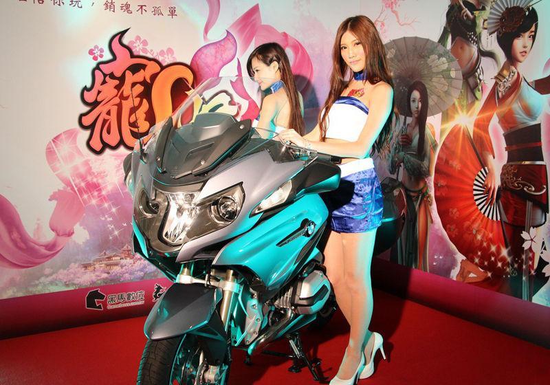 台湾五位肚兜美女看的人脸红高清组图
