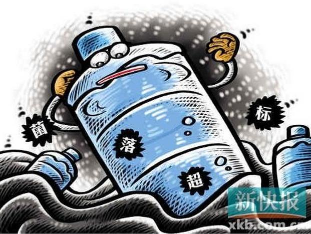 """杭州同规格桶装水有在售   今天下午,我们来到西湖区锐博食品店,这是娃哈哈在杭州的一家指定配送点。每桶18.9升的娃哈哈纯净水在这里卖12块钱,统一规格的矿泉水要14块钱。根据店员的介绍,现在销售的批次是12月的,要想以前的批次,还真找不到,""""流转快嘛不会有存货,所以都还是比较新的""""。店员表示,没有听说过要停止销售的消息,""""我没有听说什么问题啊,没人和我们来说""""。    菌落总数超标到底是怎么回事呢?"""
