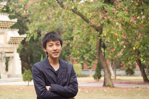 曾繁旭博士,现任清华大学新闻与传播学院副教授