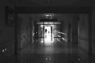 萧君玮/女童被15岁早教老师扇脸掐脖幼儿遭虐案:兔唇男婴被爷毒杀