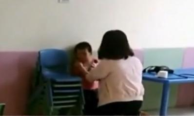 幼儿 老师/女童被15岁早教老师扇脸掐脖