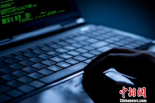 有数据显示,2014年,中国境内感染木马的主机达到1109万台,感染移动恶意程序的用户数量达2292万。(图为资料图)   中新网北京10月11日电 (张尼)随着新兴国家信息化程度提高和网民数量的大幅度增长,其在网络空间的权力也在增长,兼具发展中国家和新兴大国双重身份的中国,应积极参与网络空间全球治理,提升国际话语权。全国人大外事委员会委员陈小工谈及国际网络秩序问题时做出上述表态。   11日,第十三期清华国际安全论坛国际网络安全秩序在北京举行,国内多位网络信息安全领域专家与会,就该话题展开深