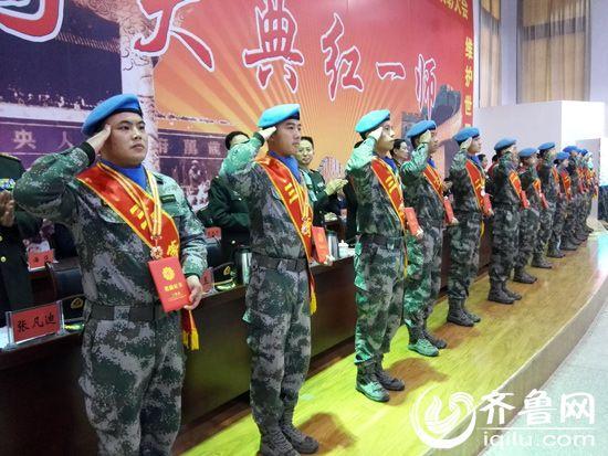 张烈英中将_军区张烈英副政委给维和步兵营发\