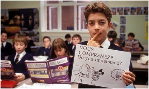 法国实施法语拼写改革引众怒 民众:还我们的长