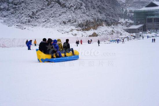 2月2日贵州六盘水市梅花山国际滑雪场准备对外开放迎客.