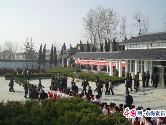 西顺河小学全体师生到洪泽县烈士陵园开展清明祭扫活动