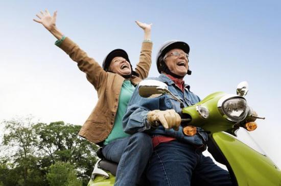 欧洲退休老人面面观 有人享受生活 有人疲于奔命