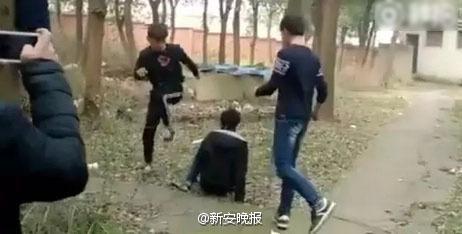 学生打架斗殴视频_湖南打架视频_长沙街头斗殴_湖南ktv打架斗殴视频