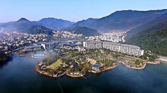开元宁波九龙湖度假村位于九龙湖风景区内,九龙湖畔,香山寺旁.