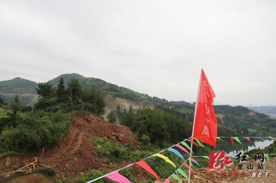 张花高速公路花垣至里耶连接线龙山段正式开工