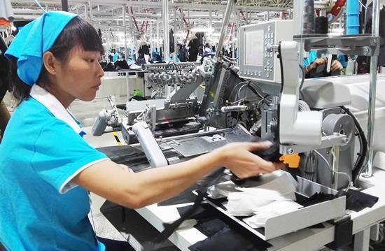 银川滨河智能化服装生产线投产