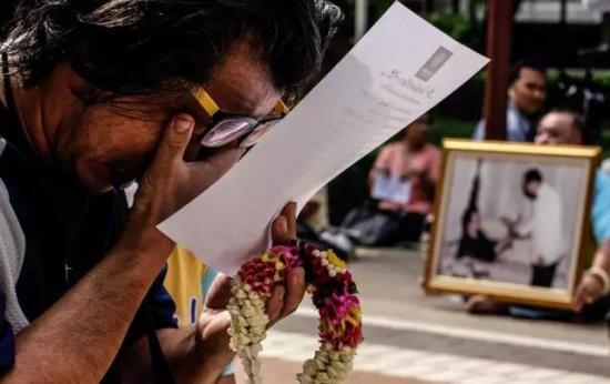 泰王逝世 泰国大皇宫关闭 赴泰游客注意:禁酒、谨言、