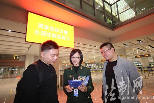 """""""国家宪法日""""昆明边检口岸法治宣传氛围浓厚 李太坤"""