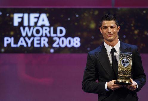 C罗力压梅西荣膺2016世界足球先生 生涯两度夺魁