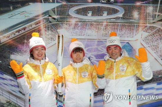 平昌/2018年平昌冬奥会火炬和火炬手服装发布。