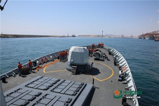 第二十五批护航编队靠泊阿曼萨拉拉港补