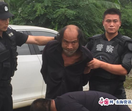 瓮安县公安局特巡警大队妥善处置一起精神病人持刀砍人