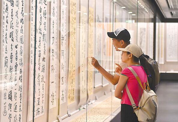 南京中国科举博物馆展出70余件甲骨文书画精品