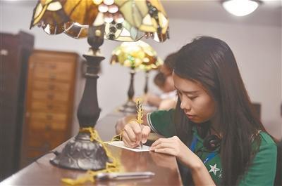 60名香港大学生南京博物院体验民国风