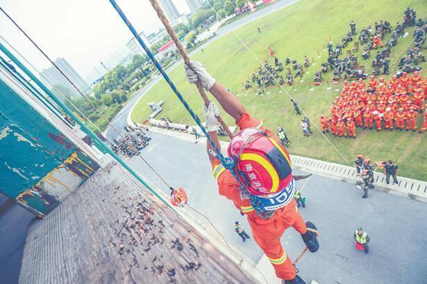 南京消防开展比武竞赛 提升实战能力