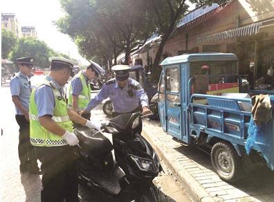 南京多部门联合整治街头乱象