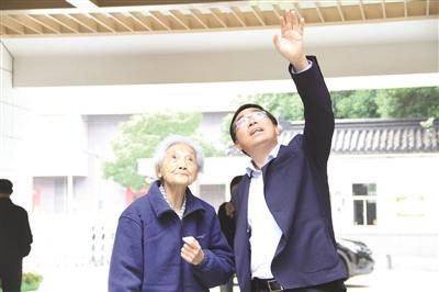 常州99岁退休教师30万元捐希望工程