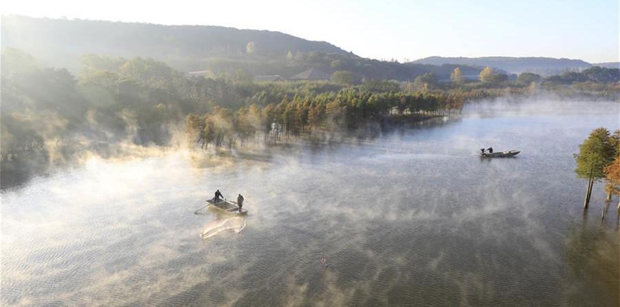 江苏天泉湖:云雾缭绕似仙境