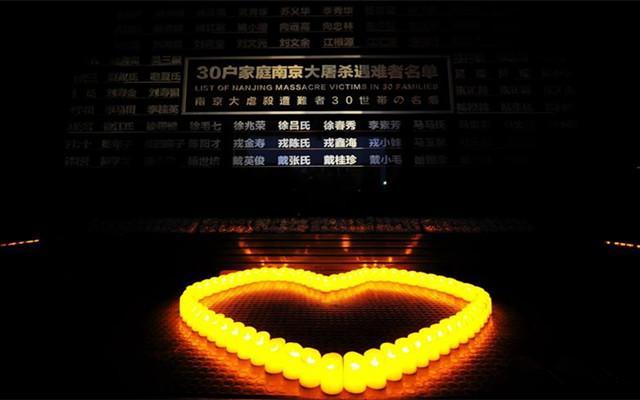 南京举行烛光祭悼念南京大屠杀遇难者