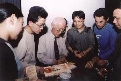 余光中先生病逝 母校南京大学发唁电悼念