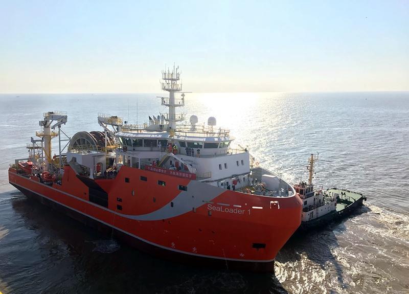 深海原油转驳船启东试航 填补国际空白
