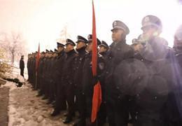 警校学生用青春热血融化冰雪