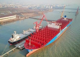 江苏南通造20000箱级集装箱船命名交付