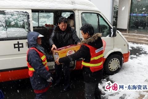 靖江公路站慰問一線除冰雪養護職工