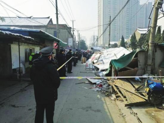 苏州城湾村沿河违法建筑被拆除 消除安全隐患