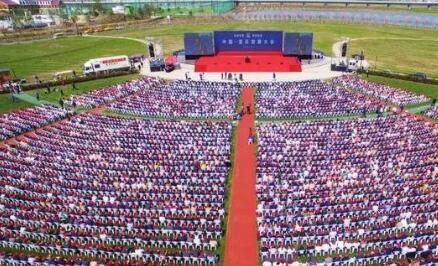 600知名人士参加灌云发展大会