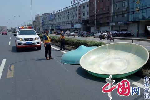 靖江公路站及时处置路面抛洒物消除安全隐患