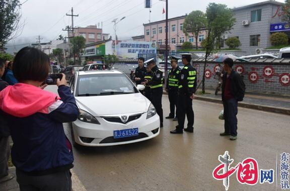 福泉市仙桥派出所、交警大队、运管部门联合执法开展交通违法专项整治