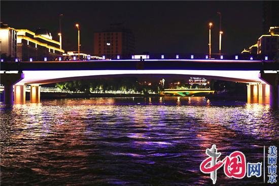 夜游秦淮,荡漾着江南水乡的迷人景色