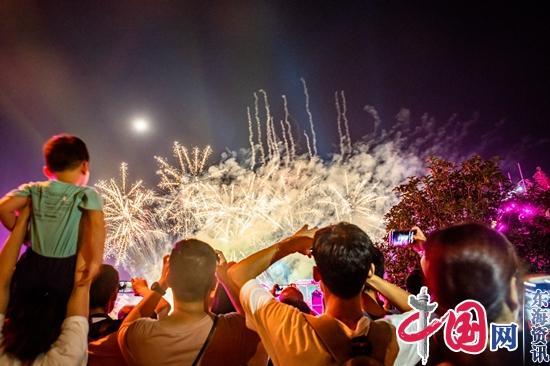 """传统文化唱主角 东方盐湖城""""红透""""国庆小长假"""