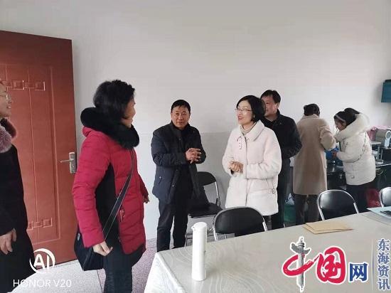 海安市教体局领导到白甸镇慰问生病教师并进行安全检查